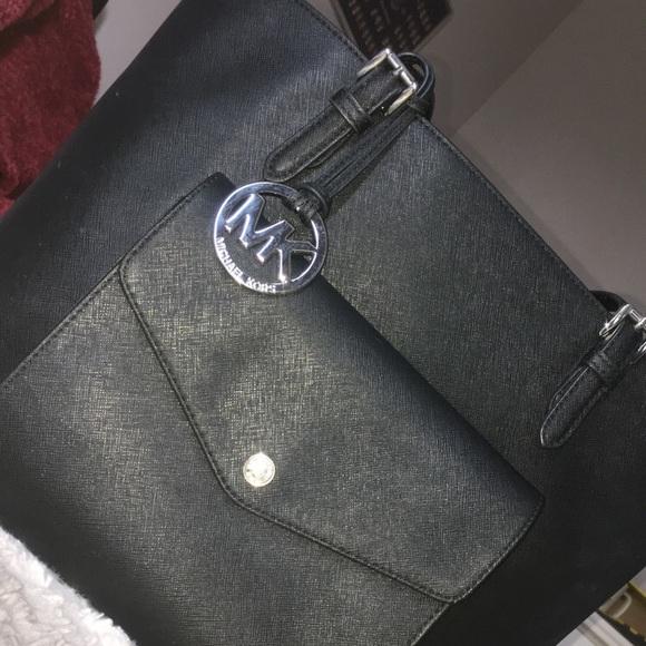 ed56440fa0b0f Michael Kors Jet Set Pocket Black Saffiano Leather.  M 5b54d9597ee9e2f212f8d14a